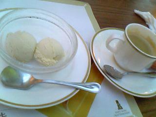 サンマルクアイスとコーヒー.jpg