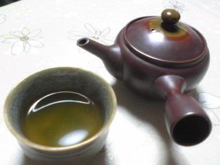 急須とお茶.jpg