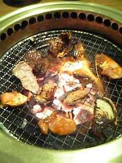 焼肉カルビ1肉焼く燃える.jpg