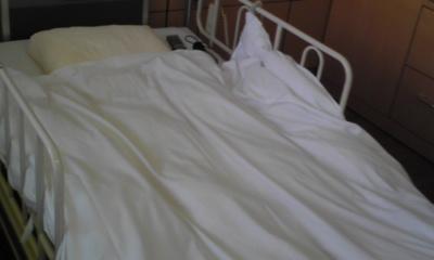 病院ベッド.jpg